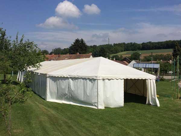 halbes Sechseckzelt angebaut an ein großes Zelt - Party-Service Rohringer